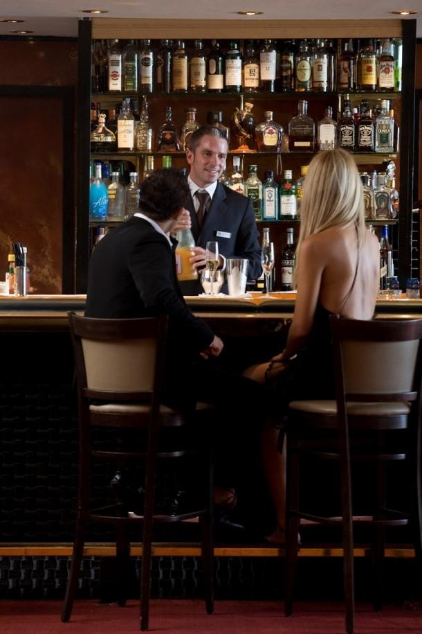 Résultat d'images pour bar de l'hôtel martinez